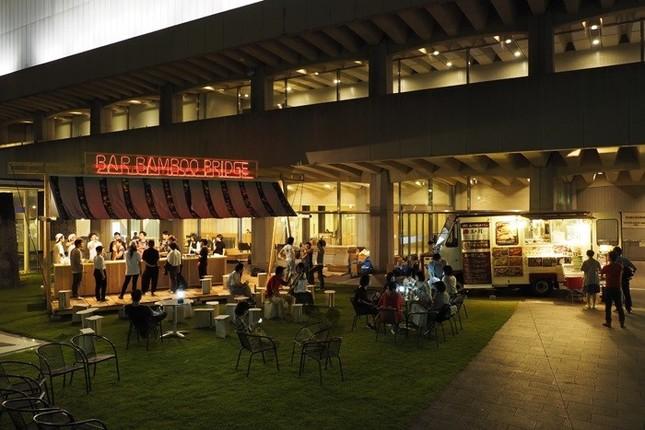 「ナイトミュージアム」では夏にビアバーを設置(写真撮影:木奥惠三氏)
