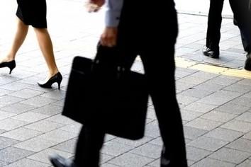 男性カバンも「使い分け」の時代 ビジネスシーンにあわせて「着替え」(篠原あかね)
