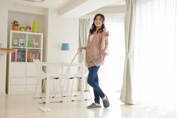 フローリング床が増え、掃除機を使わない女性が多くなった