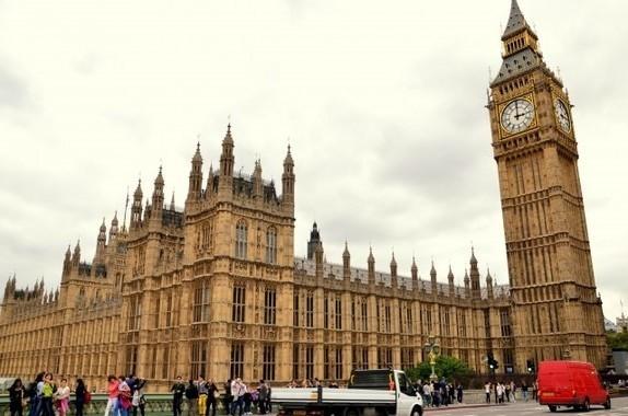 英ロンドンはハリー王子&メーガン妃のお祝いムード一色に