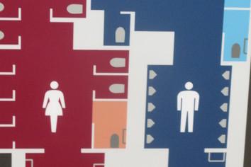 その53 女性用トイレの行列「こんなものいらない!?」(岩城元)