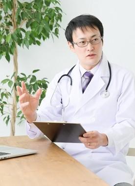 厳しい職場環境もあり、断トツの年収を誇る医師(写真はイメージ)