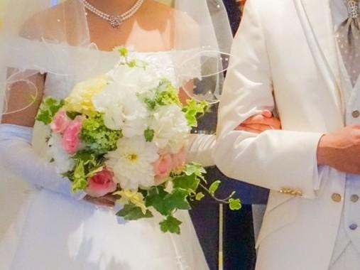 とにかく早く結婚に動け!(写真はイメージ)