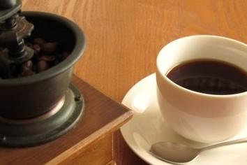 コーヒーショップ、売り上げ増 増収率トップはコメダ