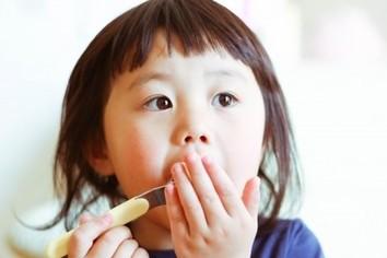 「自席で歯磨き」ってアリ、ナシ!? それって、もしかしたら「音ハラ」かも(篠原あかね)