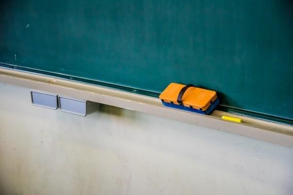 町の学習塾のような小規模事業者は苦戦している。
