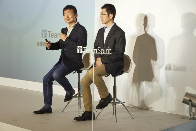 チームスピリット、上場後初の事業戦略説明会を開催(荻島浩二社長・左と開発チーム アーキテクトの倉谷彰氏)