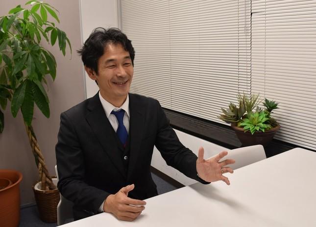 「スーツで日本を元気にする」と佐田展隆社長は話す。