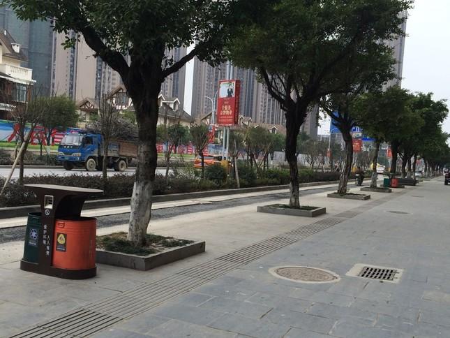 街中にあふれる感じのゴミ箱(中国・桂林市で)