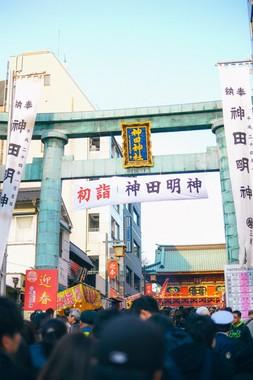 商売の神様で知られる東京の神田明神には毎年、正月には数多くのビジネスマンが「神頼み」に訪れる