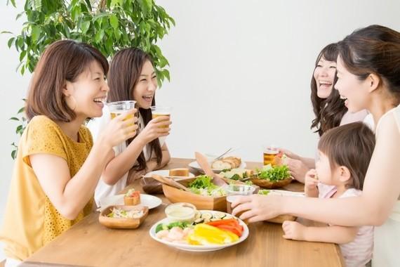 株主優待券を使って、楽しい食事!(写真はイメージ)