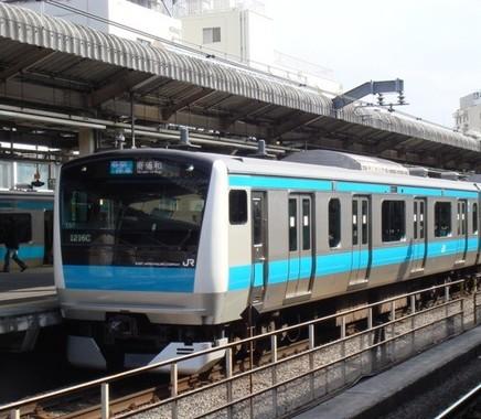 「赤羽駅」の京浜東北線。商店街が迷路を思わせるという