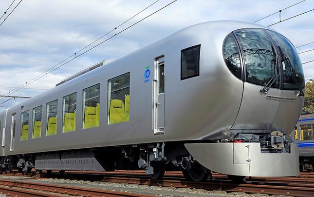 西武が3月のダイヤ改正に合わせて投入した「座れる通勤電車」新型特急ラビュー