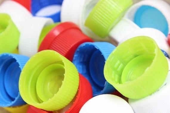 「ESG/SDGs」の機運の高まりで、プラスチックごみ対策の議論が活発化している