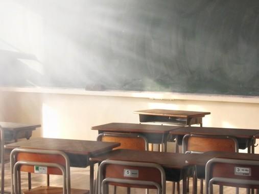 学校の教室では……
