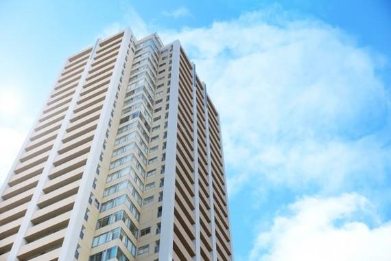 東京湾岸エリアには多くのタワーマンションが建ち並ぶ