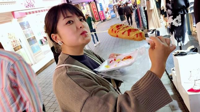 人気の韓国「チーズハットク」がおいしい!(写真は、韓国ソウルの繁華街・明洞)