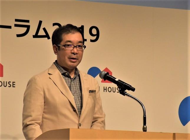 積水ハウスの「イクメン休業」について説明する同社の仲井嘉浩社長