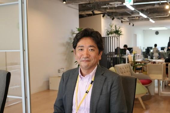 スコラ・コンサルトのプロセスデザイナー、岡村衡一郎氏は「オフサイトミーティングは、いつもの会議室を変えるだけでなく、役職や肩書などを離れて会社の現状や未来を話し合うこと」と話す。