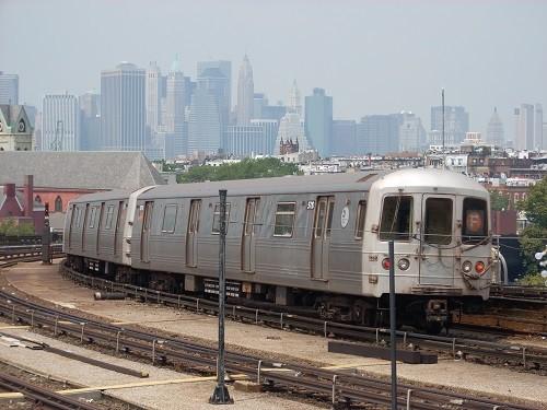 社会の変化で生まれた「現代英語」はNY地下鉄にも影響が及んでいる(Wikipediaから)