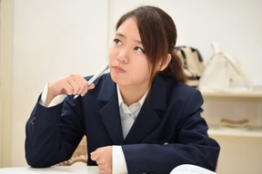 受験勉強をする高校生(写真はイメージ)