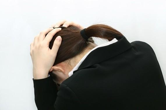 公務員か民間か、女性学生は悩む(写真はイメージです)