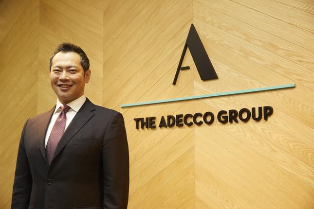 「キャリア開発があたりまえの世の中をつくる。」がアデコのビジョン(川崎健一郎社長。東京・霞が関のオフィスで)