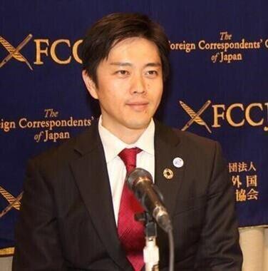 やっとすべての店が休業してくれたと報告する吉村洋文大阪府知事