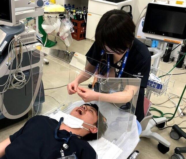 医療従事者を保護する「エアロゾルボックス」