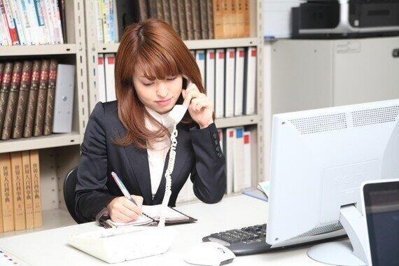 電話とりは女性社員の役目?