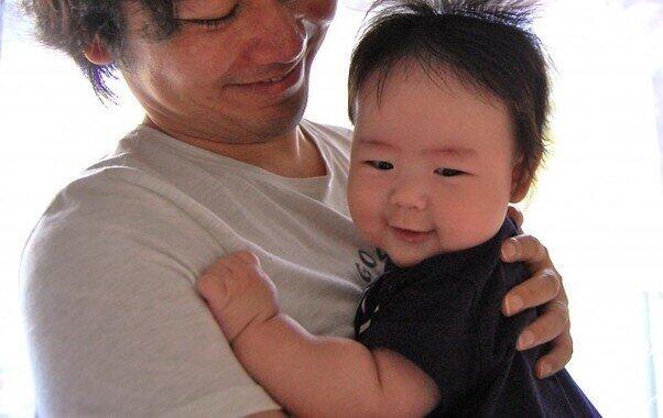 イクメンでママと赤ちゃんを大満足させよう!(写真はイメージ)