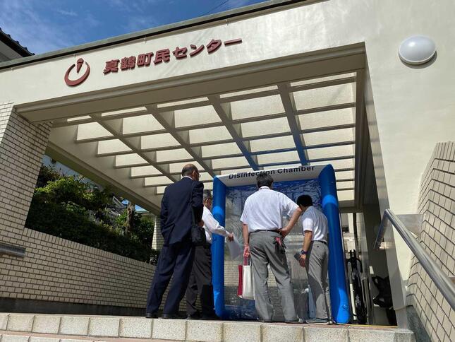自動ウイルス除菌システム「クリーンゲート」、第1号機は神奈川県真鶴町の町民センターに設置された