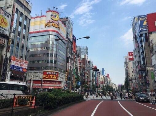 すっかりおなじみの「ドン・キホーテ」のテーマソング(写真は、新宿・歌舞伎町にあるドン・キホーテ)