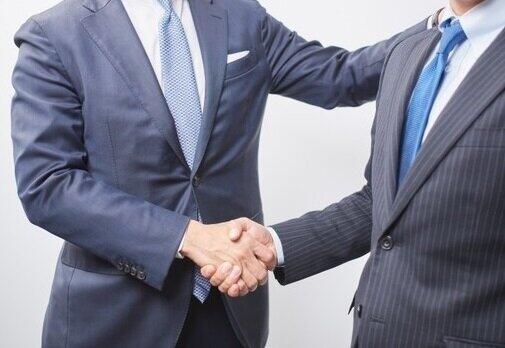 握手して交渉で大事なのは「聞く」力