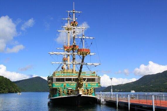 海賊とは父性の象徴ではないか……(写真は箱根・芦ノ湖の遊覧船)