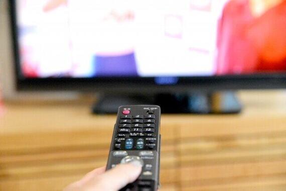 巣ごもり需要で大型テレビが売れた(写真はイメージ)