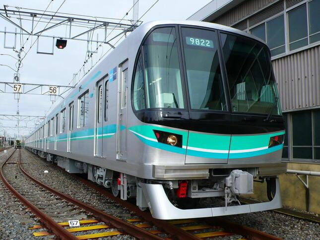 「東京メトロmy! アプリ」なら、混雑情報がわかる(写真は、南北線9000系車両)