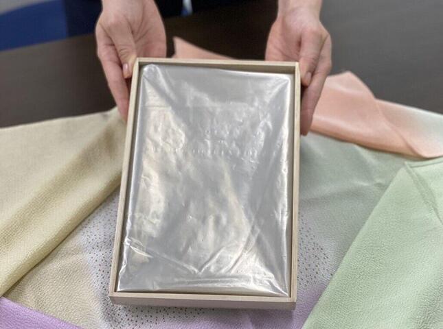 99%再生材ごみ袋「FUROSHIKI」。「廃棄物を包む」ことを託されたことが商品名の由来という。