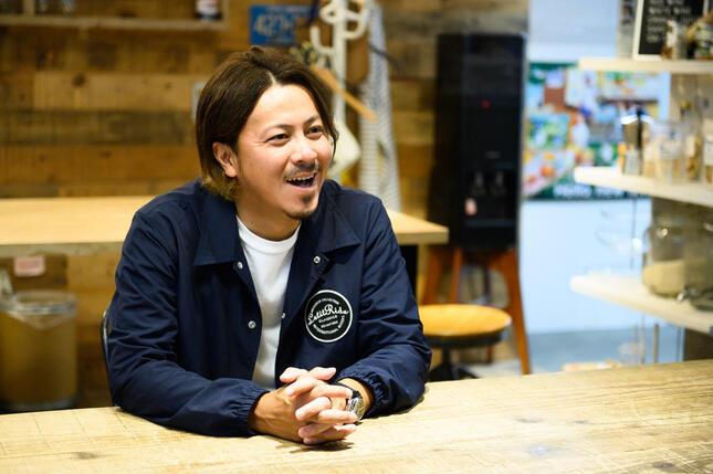 「社外取締役」共同代表の林哲平さん。「メンバーと一緒にワクワクするような新しいことやりたい」