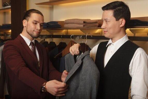 紳士服の需要は落ちている……(写真はイメージ)