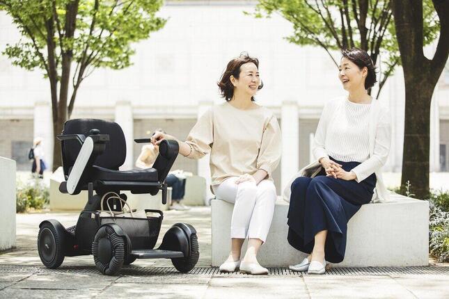 東京大学の飯島勝矢教授は「家の外の多くの人やモノと触れ合いましょう」と説く