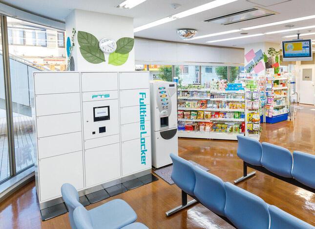 薬局に設置された「スマートピックアップロッカー」