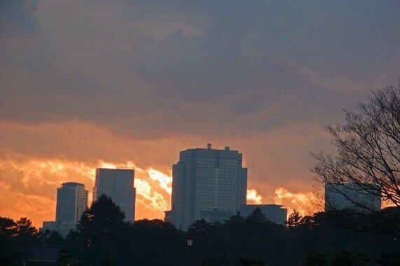 夕闇迫る霞が関の官庁街