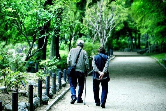 高齢者は近所の散歩をしていればいい?(写真はイメージ)