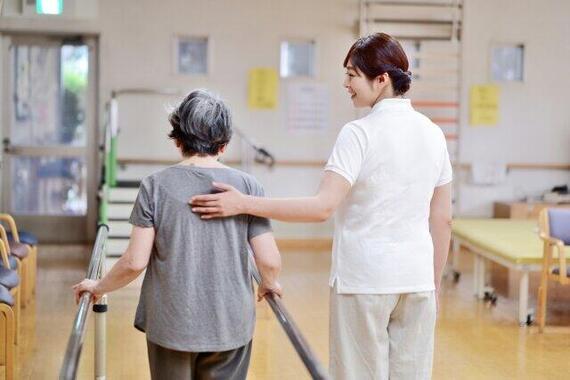 介護施設の経営が厳しくなっている(写真はイメージ)
