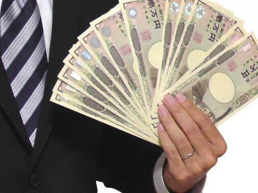 コロナ禍でも増加 正社員の平均年収409万円