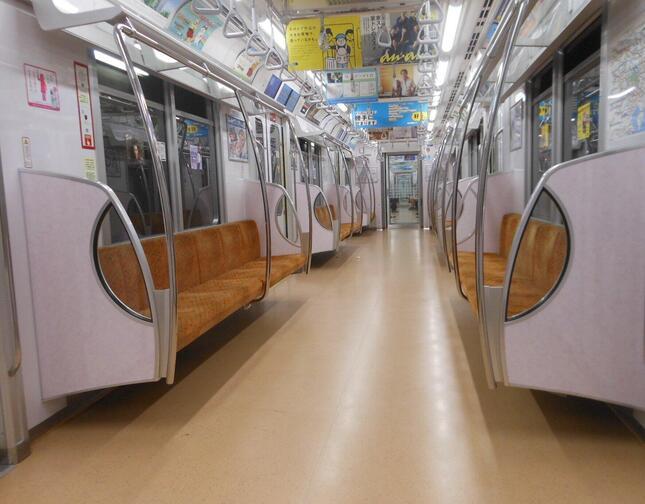 緊急事態宣言下の2020年5月、乗客が消えた地下鉄も
