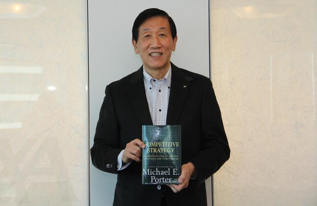 アクサ生命の安渕聖司社長の人生を変えたマイケル・ポーター著「COMPETITIVE STRATEGY(競争戦略論)」