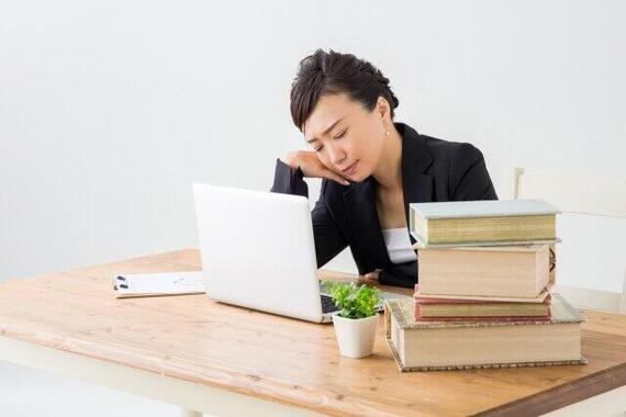 本業に副業、働きすぎじゃない?(写真はイメージ)
