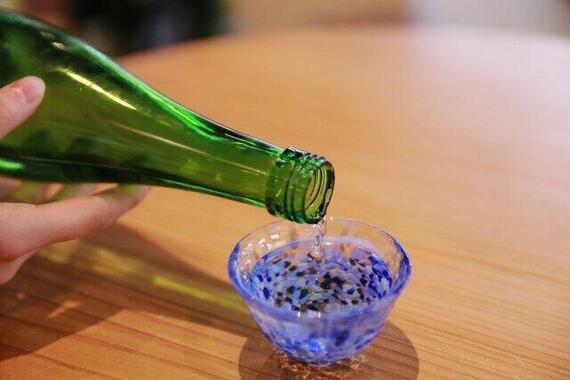 「日本酒」談議に華を咲かせて、一杯……(写真はイメージ)